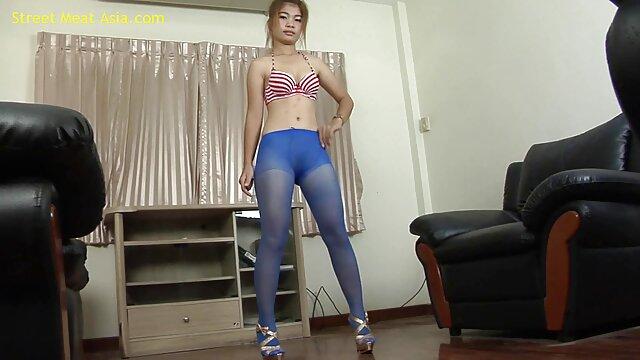 Il semble que cette salope ait été baisée plus d'une fois et très fort, dont elle parle avec tant de fierté et de plaisir devant la porno manga anime caméra
