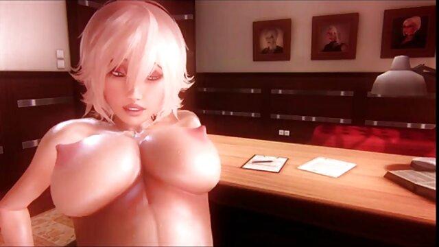Deux femmes dominantes, jeunes et sexy libèrent l'esclave de la cage, pour le fouetter fort dans le cul hentai triple xxx et le forcer à lécher leurs talons