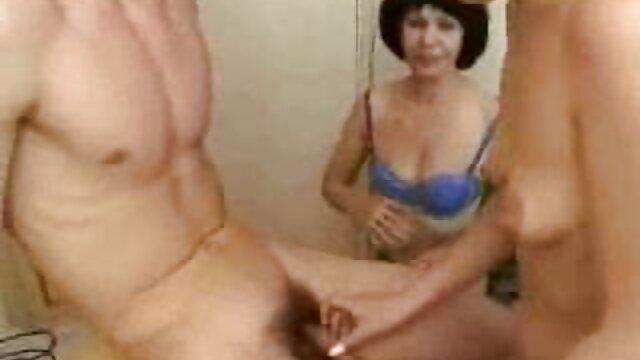 Jolie fille ébène a pris anime pornp une douche